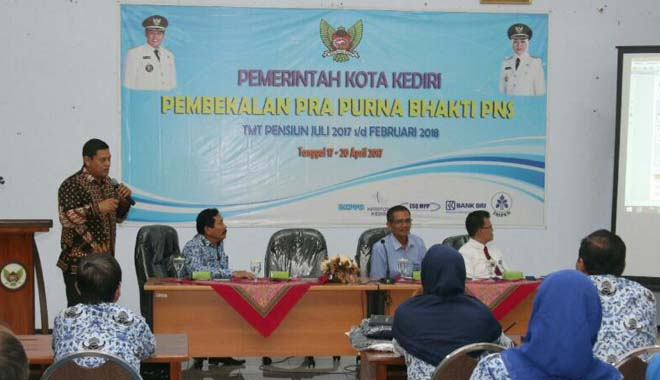Walikota Kediri Beri Motivasi PNS Purna