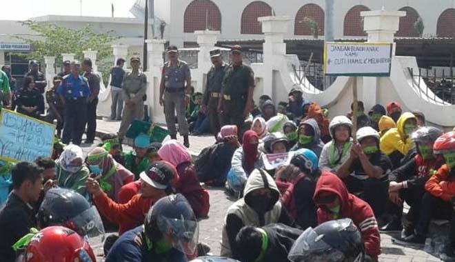 Di-PHK Sepihak, Ratusan Karyawan PT Lotus Tekstil Demo