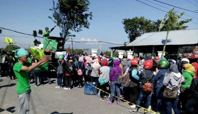 Desak Tuntutan Dipenuhi, Buruh PT.Lotus Demo DPRD
