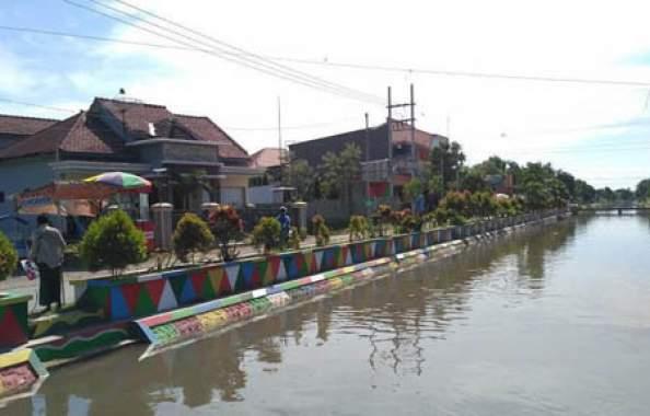 Tangkis Sungai di Situbondo Bakal Dihiasi Beragam Warna