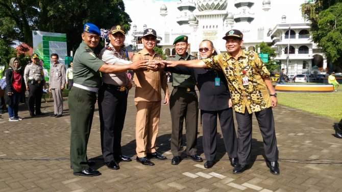 Abah Anton Pimpin Apel Operasi Lilin 2017