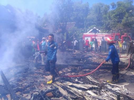 Elpiji Bocor, Dua Rumah Ludes Terbakar