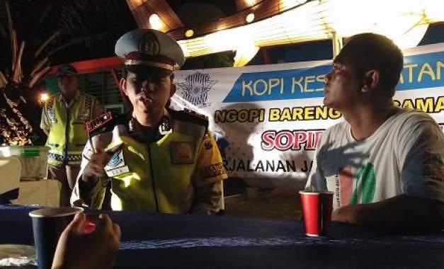 Polisi Probolinggo Ajak Sopir Ngopi Bareng