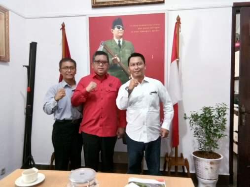 Beredar Foto Samsul dengan Sekjen PDIP