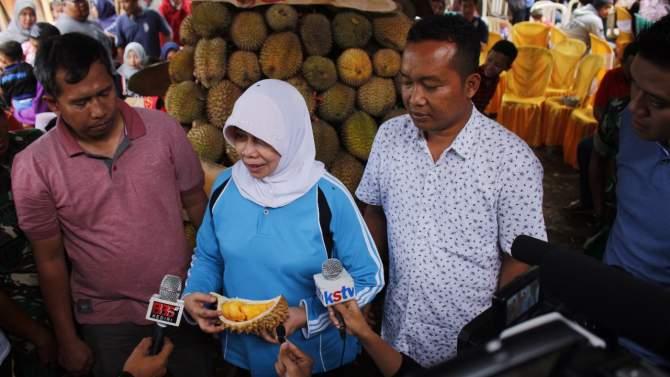 Bupati Kediri Kenalkan Durian Slumbung