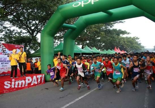 Bupati Kediri Berangkatkan 2000 Atlet Pelajar