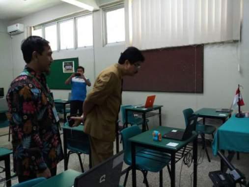Latih Jujur, UNBK di SMAN 15 Dipantau CCTV