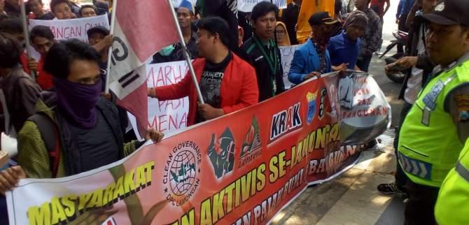 Demo Tolak Kenaikan Pajak Bumi dan Bangunan