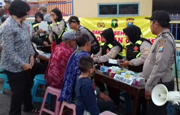 Di Lereng Bromo, Polisi Probolinggo Bantu Pengobatan