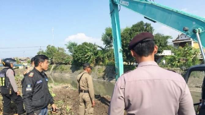 Proyek Berjalan, Plengsengan Sungai Sadar Ambles