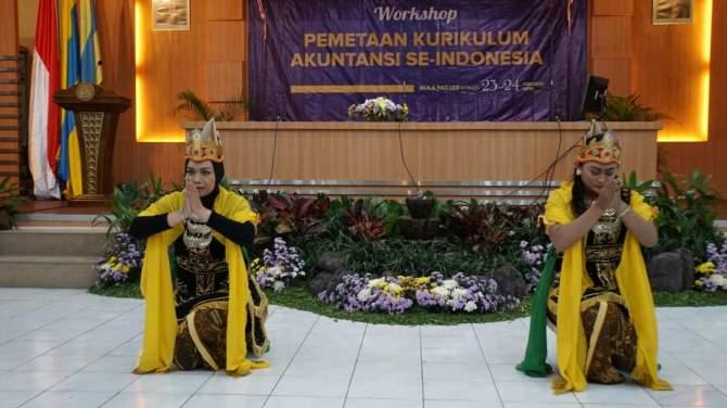 Pentas Tari Putri Jawi Pukau Ratusan Akuntan se-Indonesia