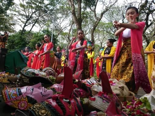 Kampung Budaya Polowijen Gelar Ritual Topeng Nusantara